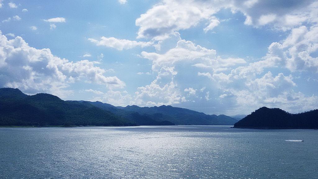 <multi>[en]Sri Nakharin dam lake [fr]Lac de barrage Sri Nakharin</multi>