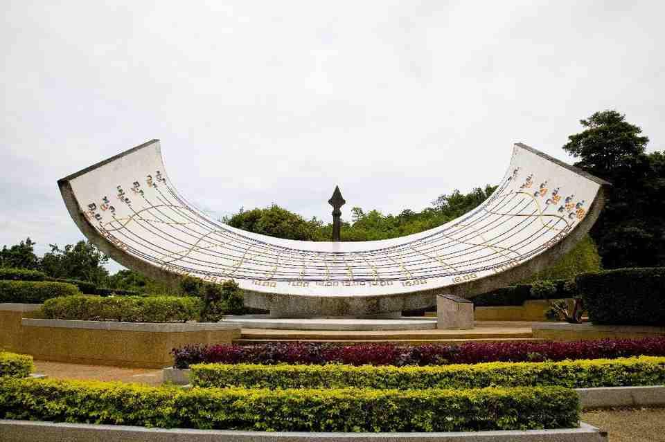 Suan wela ramloek - สวนเวลารำลึก - <multi>[en]sundial[fr]Cadran solaire</multi> - Kanchanaburi