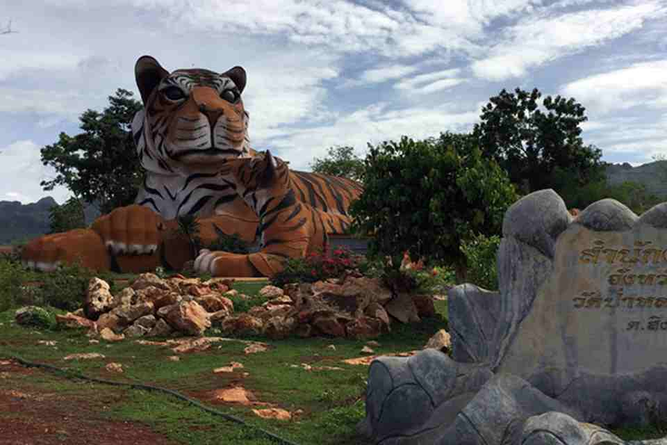 <multi>[en]Tiger Temple[fr]Le temple des tigres</multi>