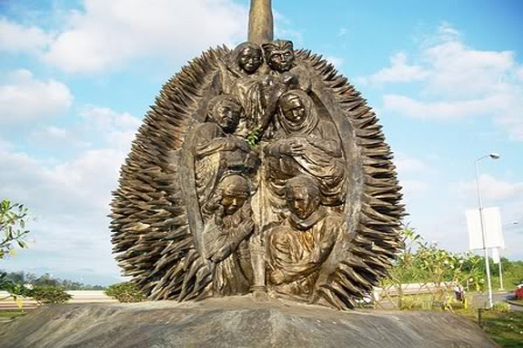 <multi>[fr]Sculpture de Durian[en]Durian Sculpture</multi>