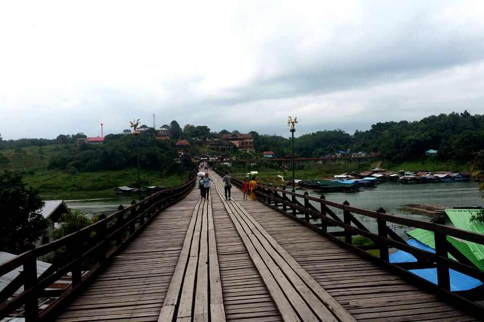 Pont Uttamanuson, pont môn à Sangkhlaburi