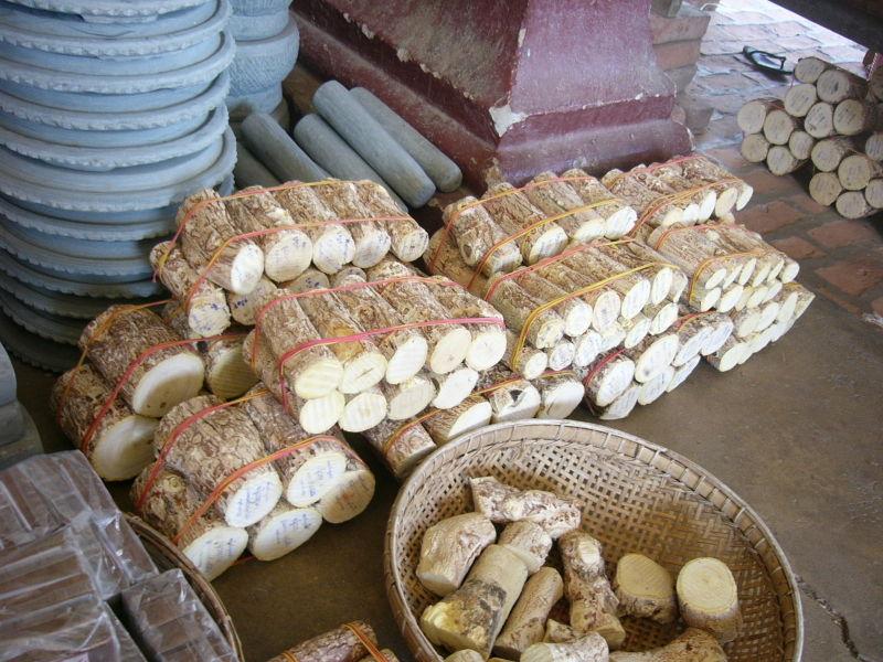 <multi>[fr]Bâtonnets de Murraya exotica[en]Sticks of Murraya exotica</multi>