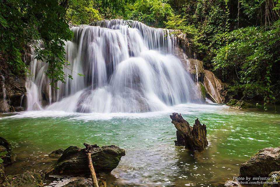 <multi>[en]Erawan Waterfalls[fr]Cascades de Erawan</multi>