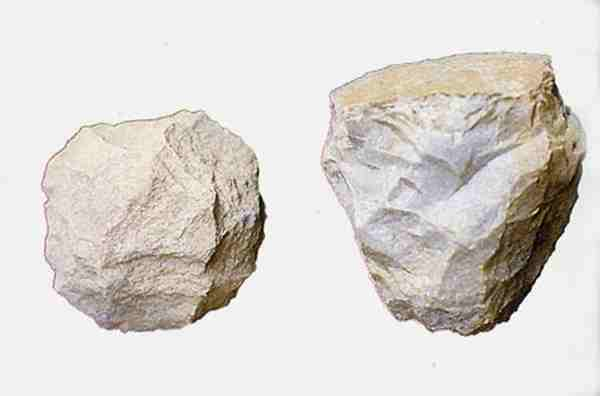 <multi>[en] Tools in Ta Duang Cave[fr]Outils dans la grotte de Ta Duang</multi> - Kanchanaburi
