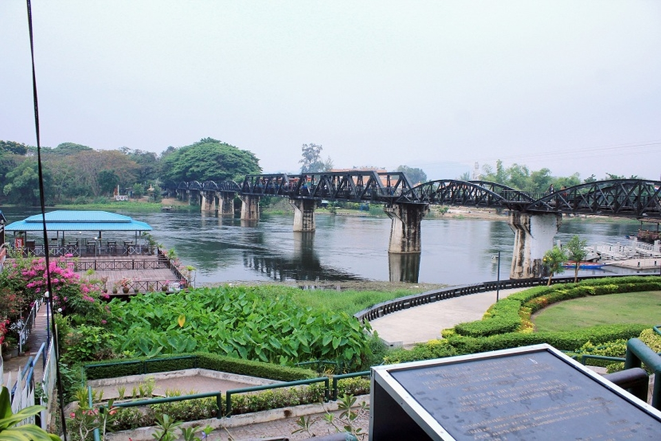 <multi>[en]River Kwai bridge[fr]Pont de la rivière Kwaï</multi> 2017