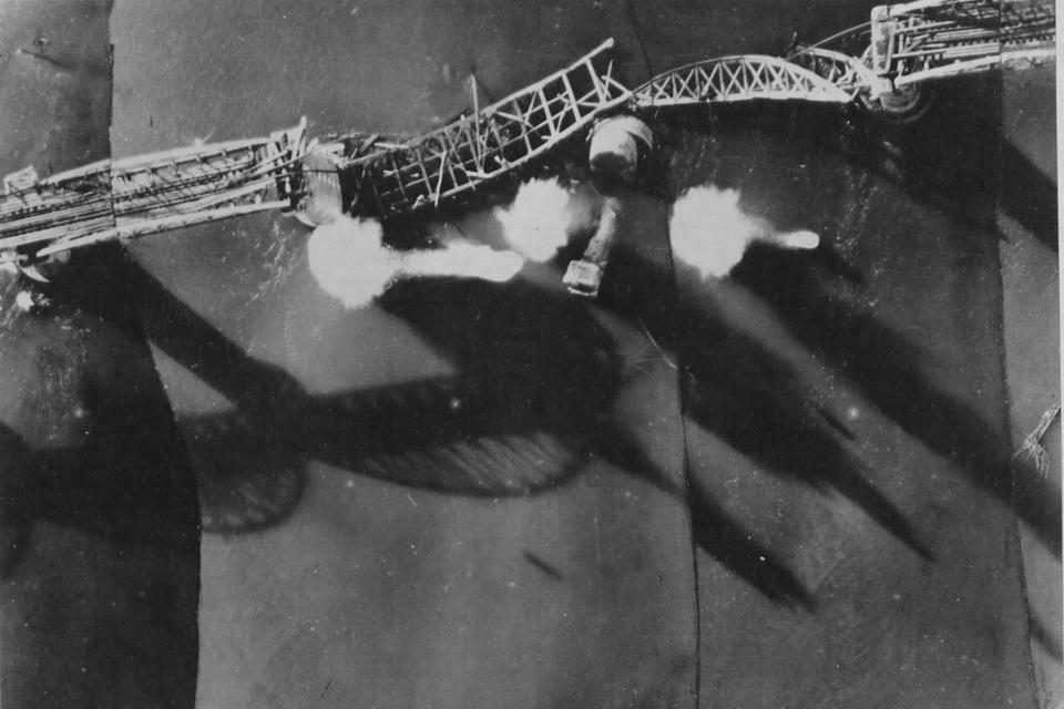 <multi>[en]River Kwai bridge[fr]Pont de la rivière Kwaï</multi> 1945
