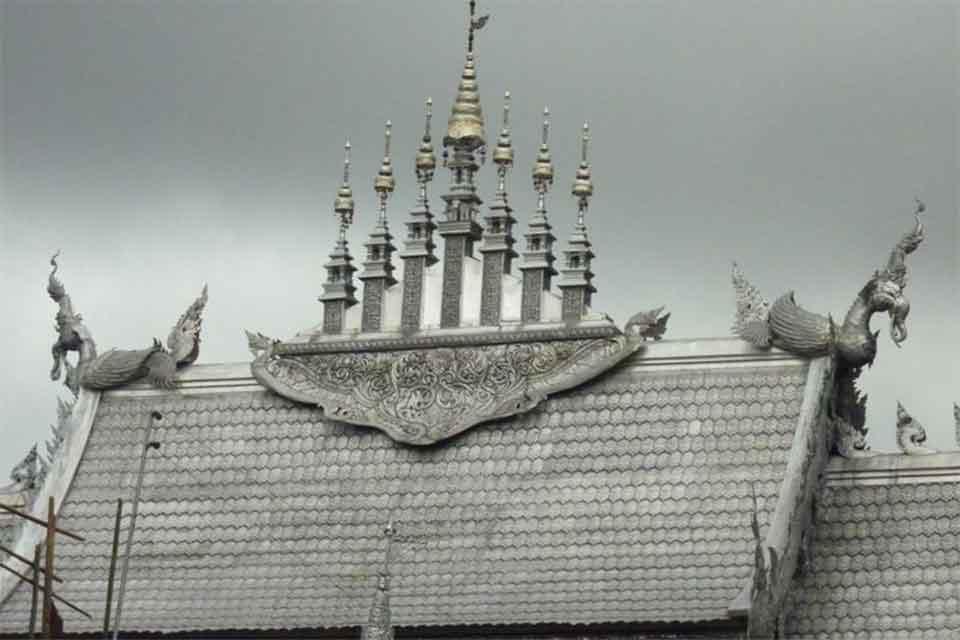<multi>[fr]Le Wat Si Suphan, détail de l'ubosot[en]Wat Si Suphan, detail of the ubosot</multi>