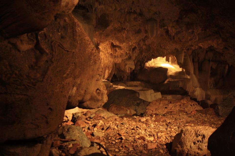 Interieur de la grotte de Than Lot Noi