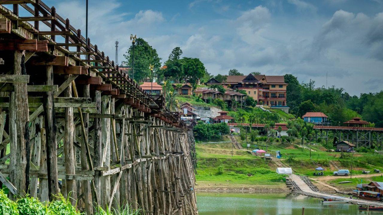 Le pont môn immense en teck de Sangkhlaburi
