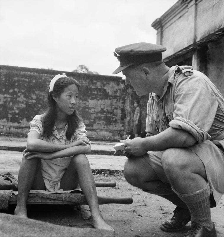 Une fille chinoise de l'un des `` bataillons de confort ''